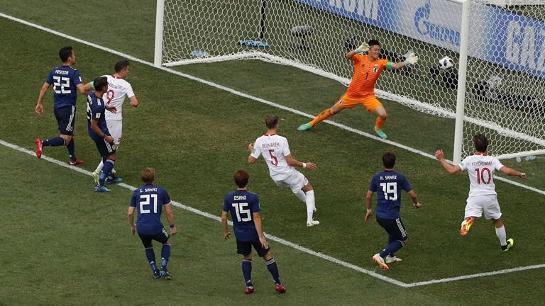 Ян Беднарек забивает гол