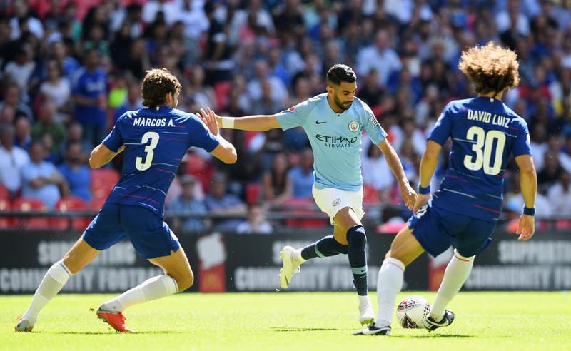 Маркос Алонсо против Рияда Мареза в матче за суперкубок Англии 2018