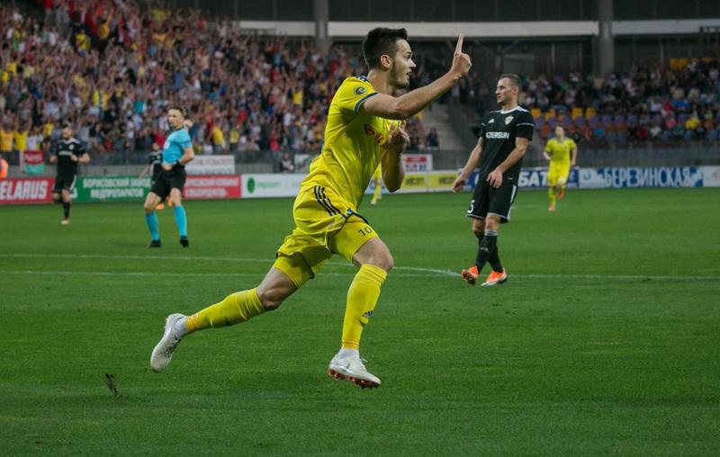 Мирко Иванич празднует гол в ворота «Карабаха»