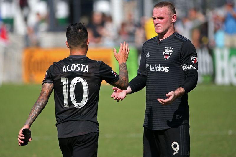 Лусиано Акоста и Уэйн Руни в домашнем матче «ДС Юнайтед» против «Чикаго Файр» (2:1)