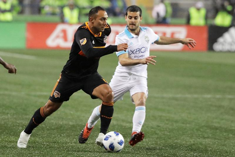 Артуро Альварес против Виктора Родригеса в выездном матче «Хьюстон Динамо» против «Сиэтл Саундерс» (4:1)