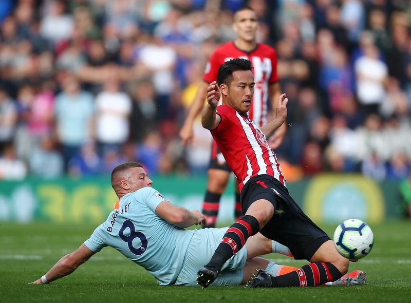 Росс Баркли против Майи Йосиды в выездном матче «Челси» против «Саутгемптона» (0:3)