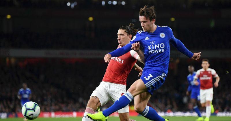 Удар Бена Чилуэлла, после которого Эктор Бельерин забивает в свои ворота в домашнем матче «Арсенала» против «Лестера Сити» (3:1)