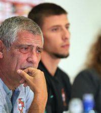 Фернанду Сантуш на пресс-конференции перед матчем против сборной Польши