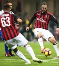 Гонсало Игуаин в домашнем матче «Милана» против «Сампдории» (3:2)