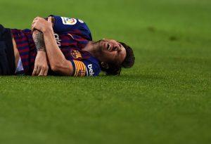 Лионель Месси травмировал руку в домашнем матче «Барселоны» против «Севильи» (4:2)