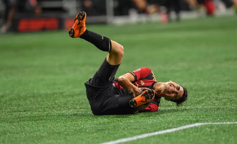 Мигель Альмирон в домашнем матче «Атланты Юнайтед» против «Нью-Ингленд Революшн» (2:1)