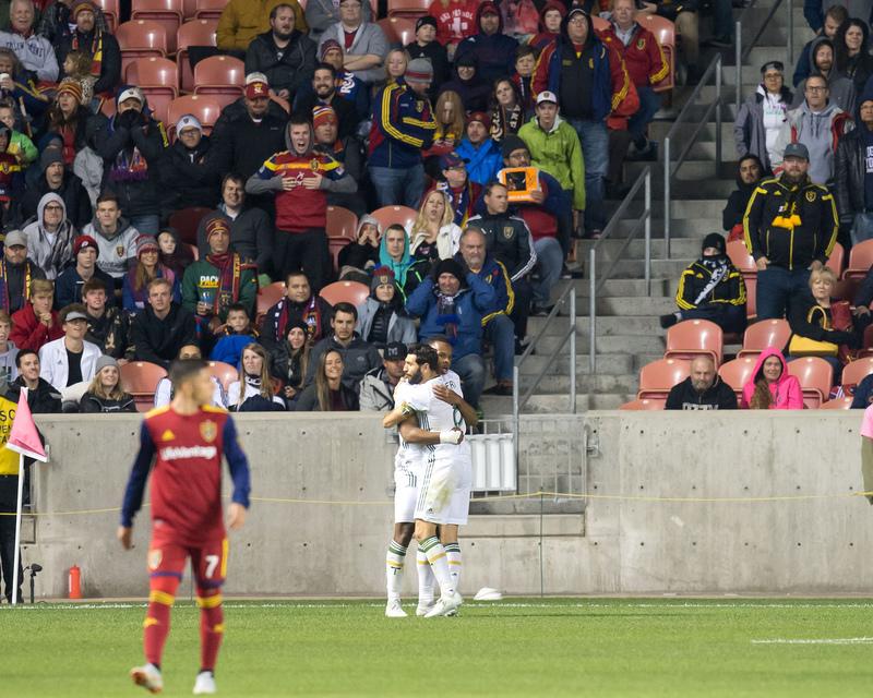 Игроки «Портленд Тимберс» празднуют гол в выездном матче против «Реала Солт-Лейк» (1:4)