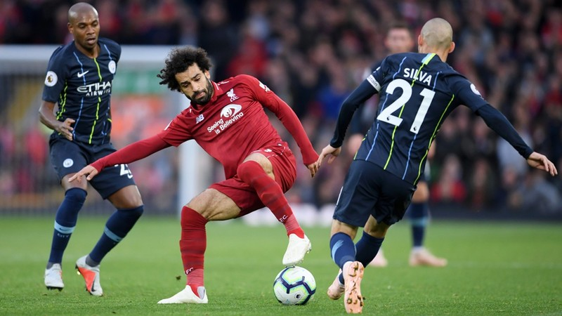 Мохамед Салах против Давида Силвы в домашнем матче «Ливерпуля» против «Манчестера Сити» (0:0)