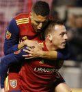 Луис Силва и Кори Брэд празднуют гол в домашнем матче «Реала Солт-Лейк» против «Нью-Ингленд Революшн» (4:1)