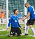 Игроки сборной Эстонии празнуют гол в домашнем матче против Венгрии (3:3)