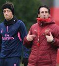 Месут Озил и Унаи Эмери на тренировке «Арсенала» перед домашним матчем против «Карабаха»
