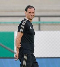 Массимилиано Аллегри на тренировке «Ювентуса» перед матчем против «Милана»