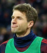 Томас Мюллер в домашнем матче «Баварии» против «Шальке» (3:1)