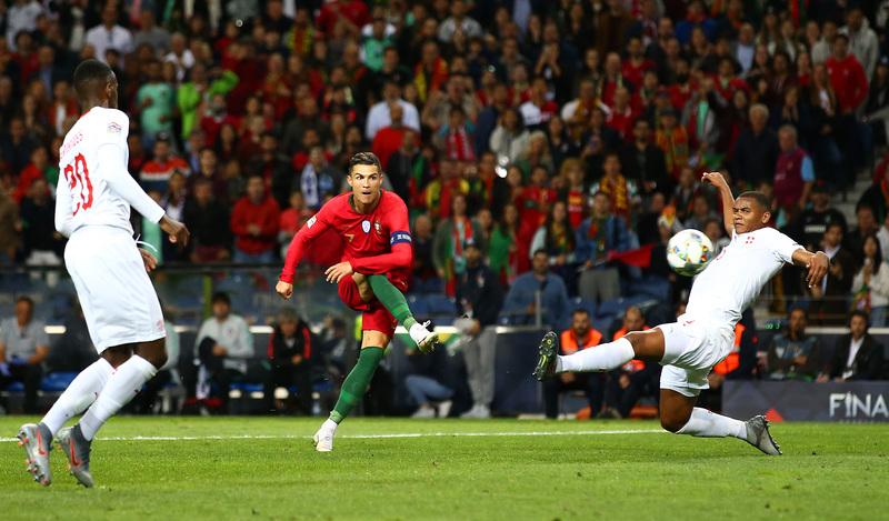 Фото с матча Португалия 3:1 Швейцария